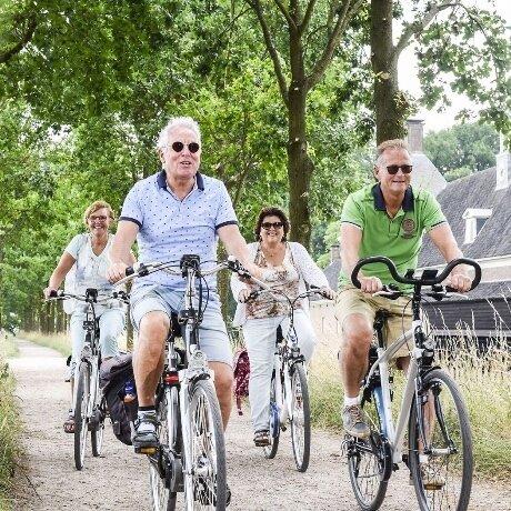 amerongen-fietsen-stelletjes-zomer-zon-bos-lachen.jpg
